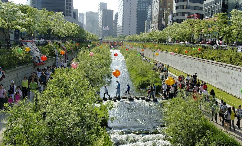 Korea-Seoul-Cheonggyecheon-2008-01