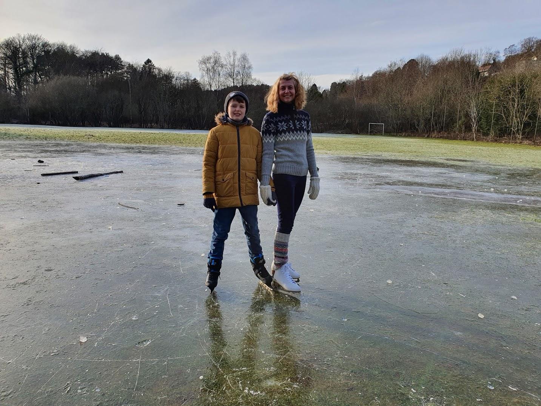 Image of Daniel and Rachel ice skating